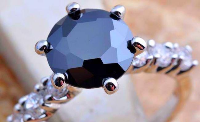 Черный сапфир: магические и лечебные свойства, кому подходит