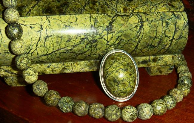 Камень Змеевик: свойства и кому подходит по знаку зодиака